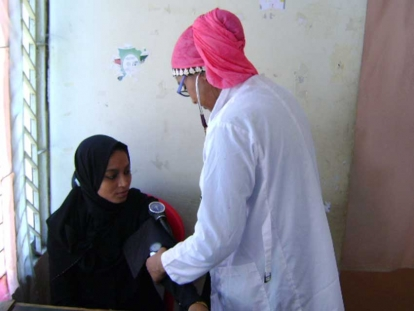 Dr. Nabiha Islam (in the pink hijab) treating a Bangladeshi woman at Hope Hospital in 2014.