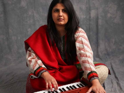 Shumaila Hemani (PhD), is an Ethnomusicologist, specializing in the poetry and music of Muslim South Asia