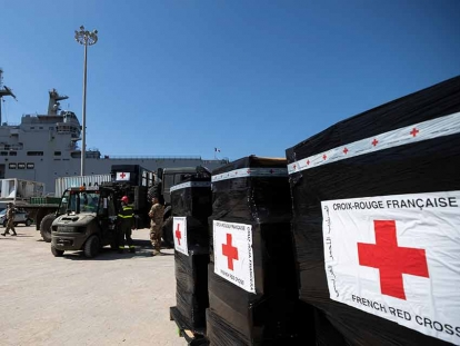 French troops help unload boxes of French Red Cross humanitarian aid in Beirut on Aug. 17.