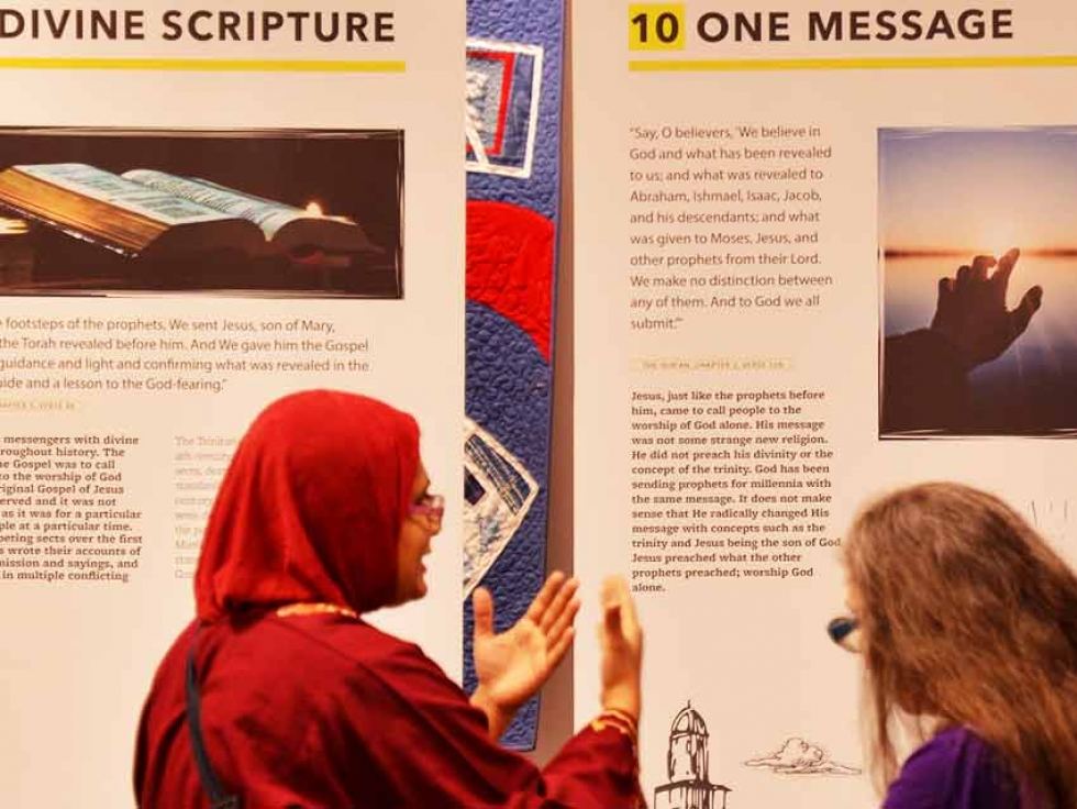 Over 300 members of Vancouver's Christ Church Cathedral visited the exhibition and spoke to our volunteers and connected with the Muslim community.
