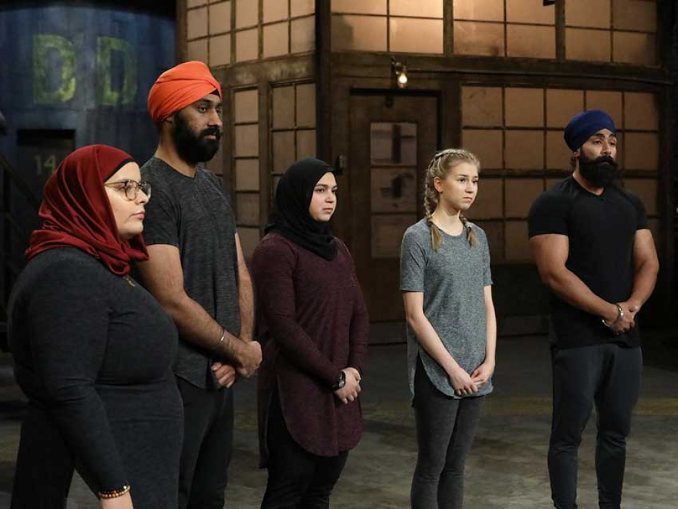 Models demonstrate Thawrih's activewear for Muslims and Sikhs on CBC's Dragons' Den.