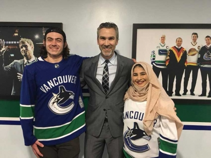 The Vancouver Canucks show their appreciation for Jake Taylor and Noor Fadel in their fight against Islamophobia. This photo was taken with retired professional hockey player Trevor Linden, the current president of hockey operations of the Vancouver Canucks,