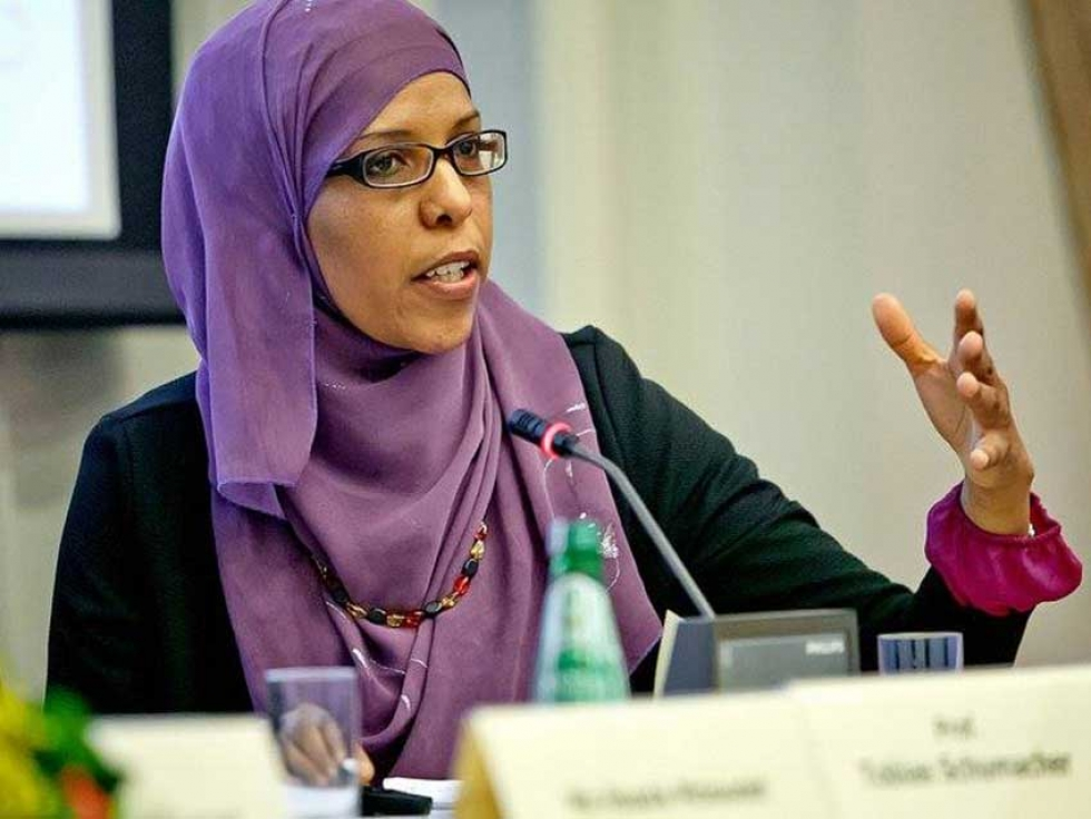 "Tunisian journalist Huda Mzioudet is the co-founder of the Black Tunisian women's organization ""Anbar""."
