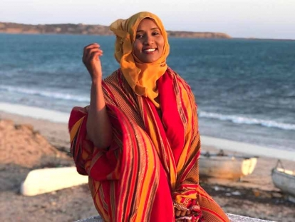 Hodan wearing traditional Somali colours in the port city of Kismayo. You can see the Indian Ocean behind her.