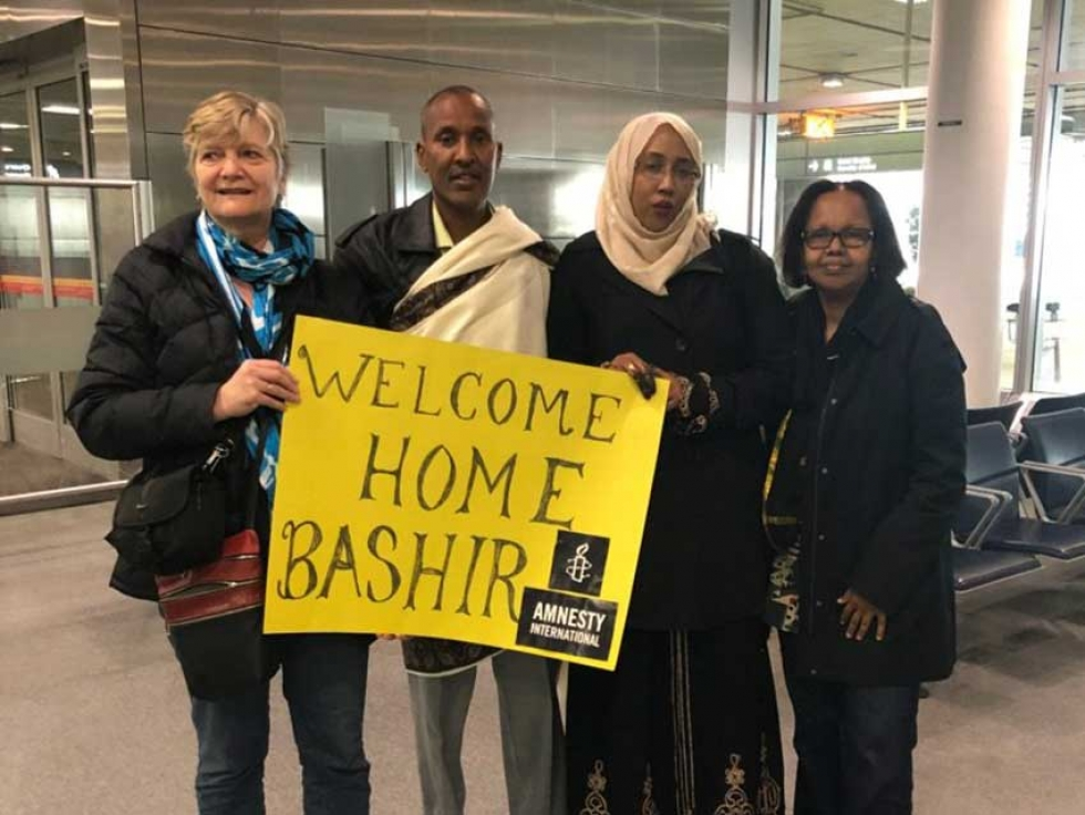 Bashir Makhtal arriving at the Toronto Airport after his release from prison in Ethiopia, where he had been unjustly imprisoned for more than 11 years.